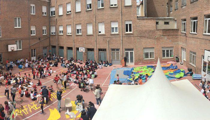 Bocadillo en familia en el colegio concertado Rafaela María de Valladolid