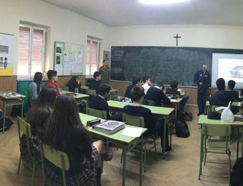Las Fuerzas Armadas visitan el Colegio Rafaela María