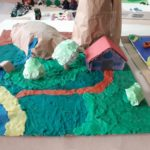 Los alumnos y alumnas de 3º de primaria del Colegio Rafaela María estudian los paisajes de España.