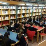"""4º de primaria visita la Biblioteca """"Javier Martín Abril""""."""