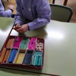 Matemáticas manipulativas en 1º de primaria del Colegio Rafaela María de Valladolid.