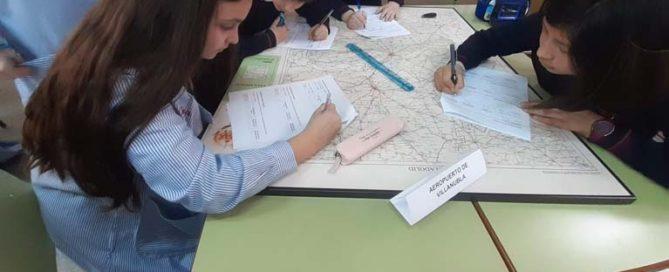 Los alumnos y alumnas de 5º de primaria del Colegio Rafaela María de Valladolid realizan un taller sobre coordenadas geográficas y escalas.