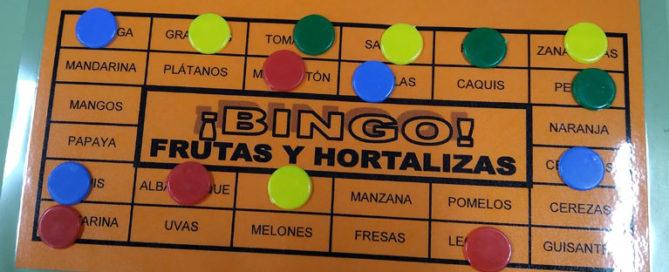 Los alumnos de segundo de primaria del Colegio Rafaela María de Valladolid juegan al bingo para trabajar los campos semánticos.